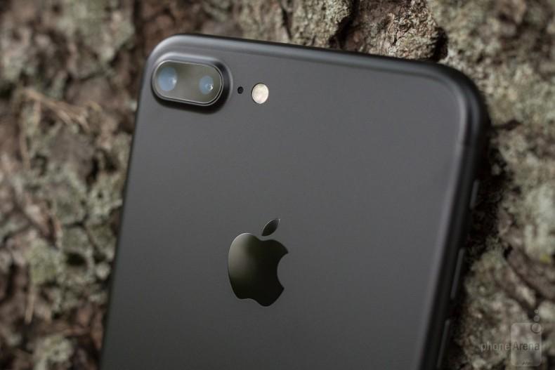 Apple-iPhone-7-Plus-Review-084-design