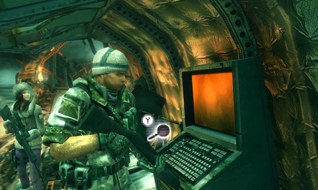 Resident Evil: Revelations - Chris Inspecting