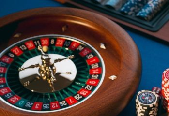 Tips to Consider to Play Wisely in Online Casinos