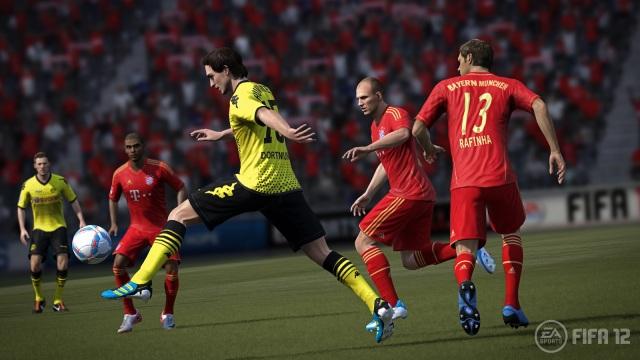 FIFA-12-Hummels-Action