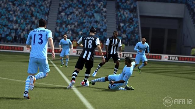 FIFA-12-Kompany-Tackle