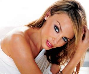 Kylie Minogue comes to Wii for Christmas